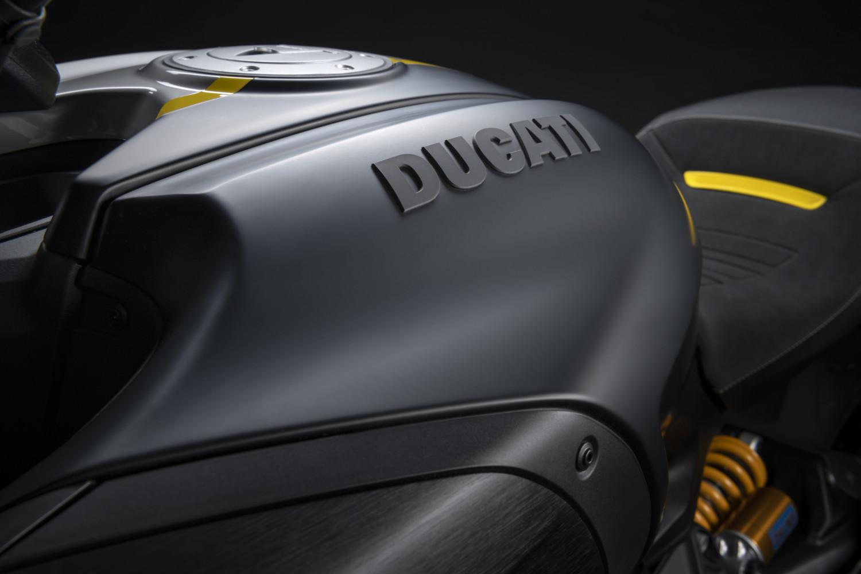MY22_Ducati_Diavel_1260_S_01 _23__UC293431_High