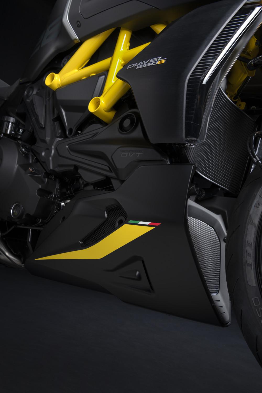MY22_Ducati_Diavel_1260_S_01 _35__UC293412_High