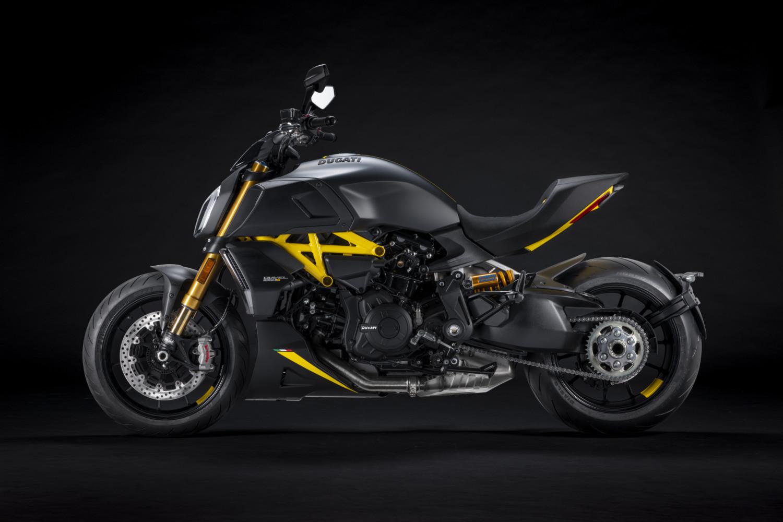 MY22_Ducati_Diavel_1260_S_01 _3__UC293429_High