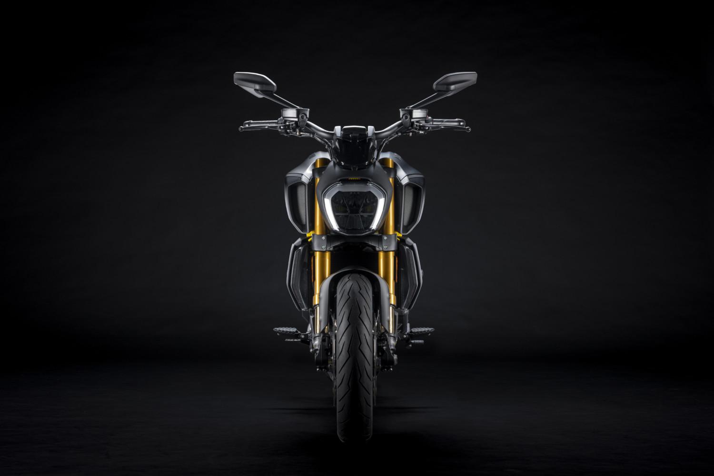 MY22_Ducati_Diavel_1260_S_01 _8__UC293436_High